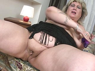 Rubbing her delicious pussy makes Margareta keen over loudly