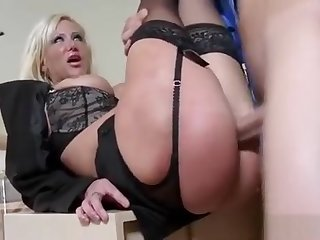 Agreeable Hotshot Lady Gives Head And Gets Snatch Ploughed
