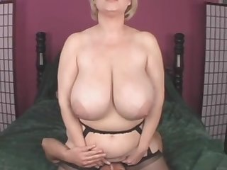 Busty blonde mature mom Samantha 38G shagged in non-professional video