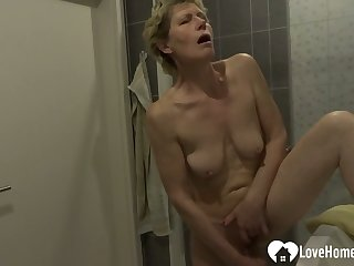Showering chick moans dimension masturbating on camera