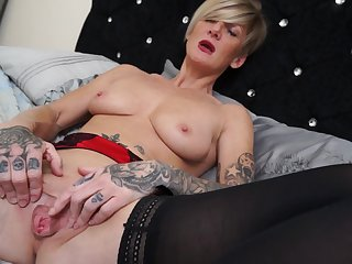 Mature hottie MJ likes to tap her cunt with a trinket while she moans
