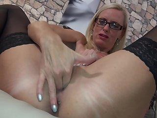 Mature amateur blonde secretary Dirty Tina masturbates with glasses atop