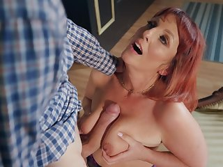Follower groupie Diamond is the real master be advantageous to sucking and jumping on a heavy  penis