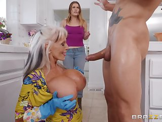 Exhort D'angelo gets her cunt fucked unconnected with a handsome dude back the kitchen