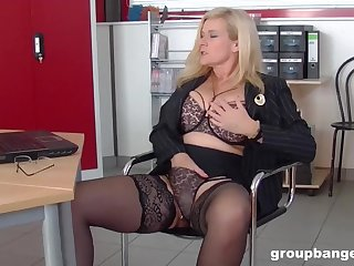 Mature kermis MILF secretary pounded hardcore in an assignation