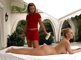 In place of rub-down Gloria De Francesco enjoy lesbian sex in the air Mandy Dee