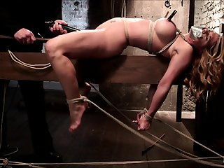 Kiny brunette chick enjoys hardcore pussy fuck and bdsm