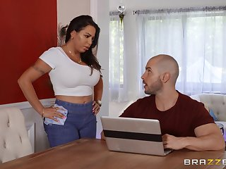 Oiled Julianna Vega spreads her limbs be advisable for a penis on the massage table