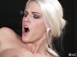Juicy lass bends down to for a doggy vaginal orgasm