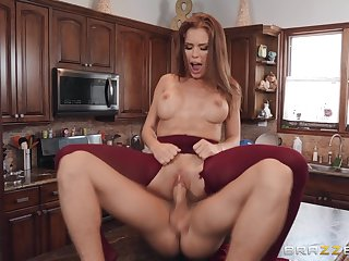 Hungry wife fits the neighbor's gumshoe in both her holes