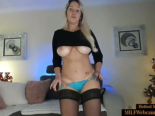 Sexy Blonde MILF With Real Body Masturbating On Webcam