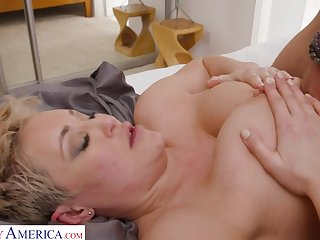 Divorced Mom Fucks Son Collaborate - Busty blonde mom Becca Pierce gets cock conclusion unsettled tits