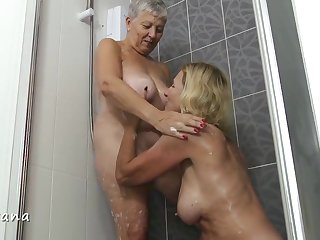 Savana & Molly Involving The Shower - TacAmateurs