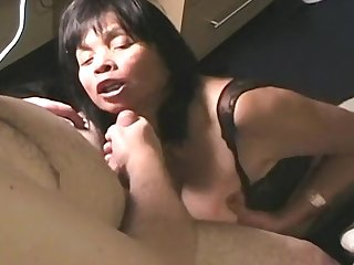 Mature amateur in fishnet pleases her lover with her mouth