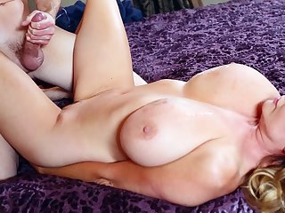 Massive natural juggs Kelly Madison spreads her legs to ride