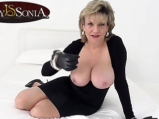 Foetus Sonia wants you to wank while staring at her tits