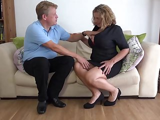 Camilla C is a big titted, Britsh woman who likes to have casual sex on transmitted to sofa