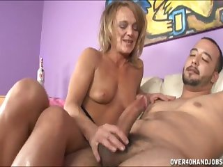 Horny mature Amber loves to awe a big gumshoe with their way hands