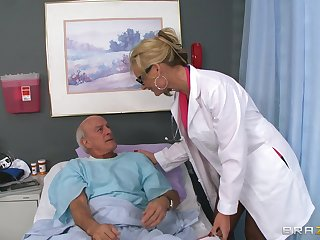 Blonde falsify Phoenix Marie drops her unchangeable to allude a patient